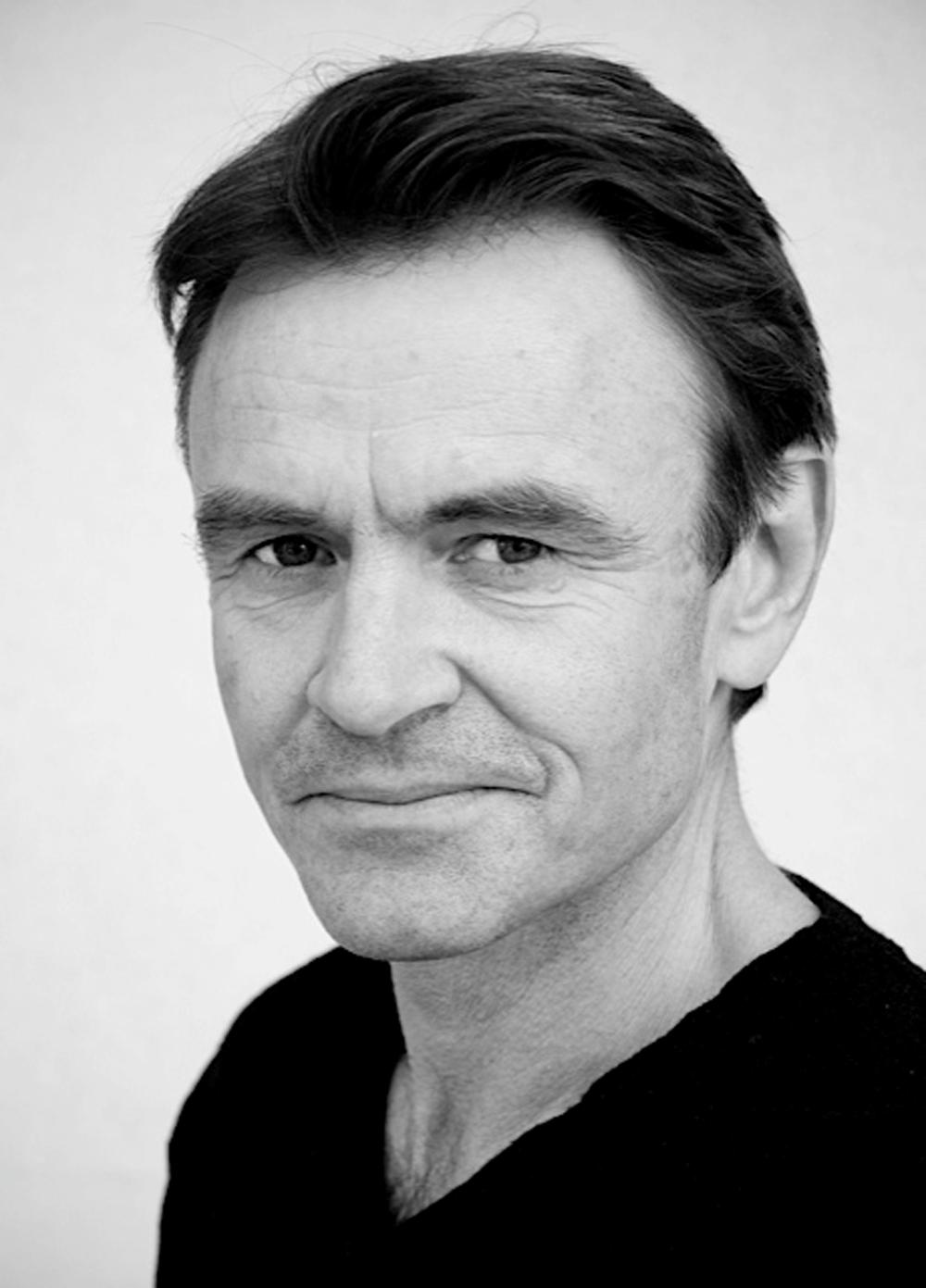 Lasse Kolsrud har helt siden starten av Christianus Sextus-oppsetningene vært forestillingens kunstneriske leder og profesjonelle ressurs. I år er han regissør, og vi møter ham også som artist.