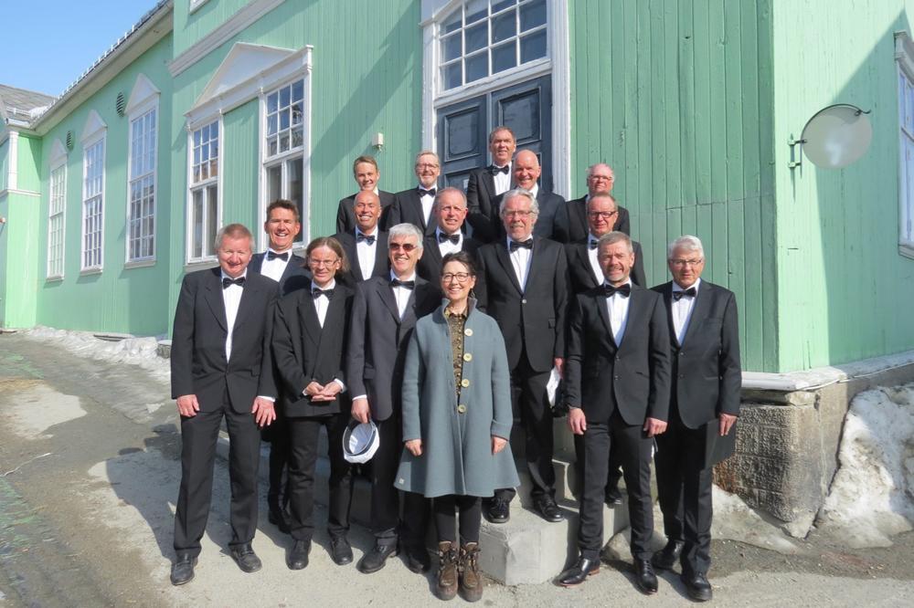 Røros Sangforening, som i sjarm, kvalitet og repertoar vil matche Patrask som hånd i hanske.